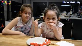 Hai chị em ăn tối món bánh canh & bánh mì phô mai/ Tráng miệng với dâu tây/ Chúc Tết ông bà ngoại.
