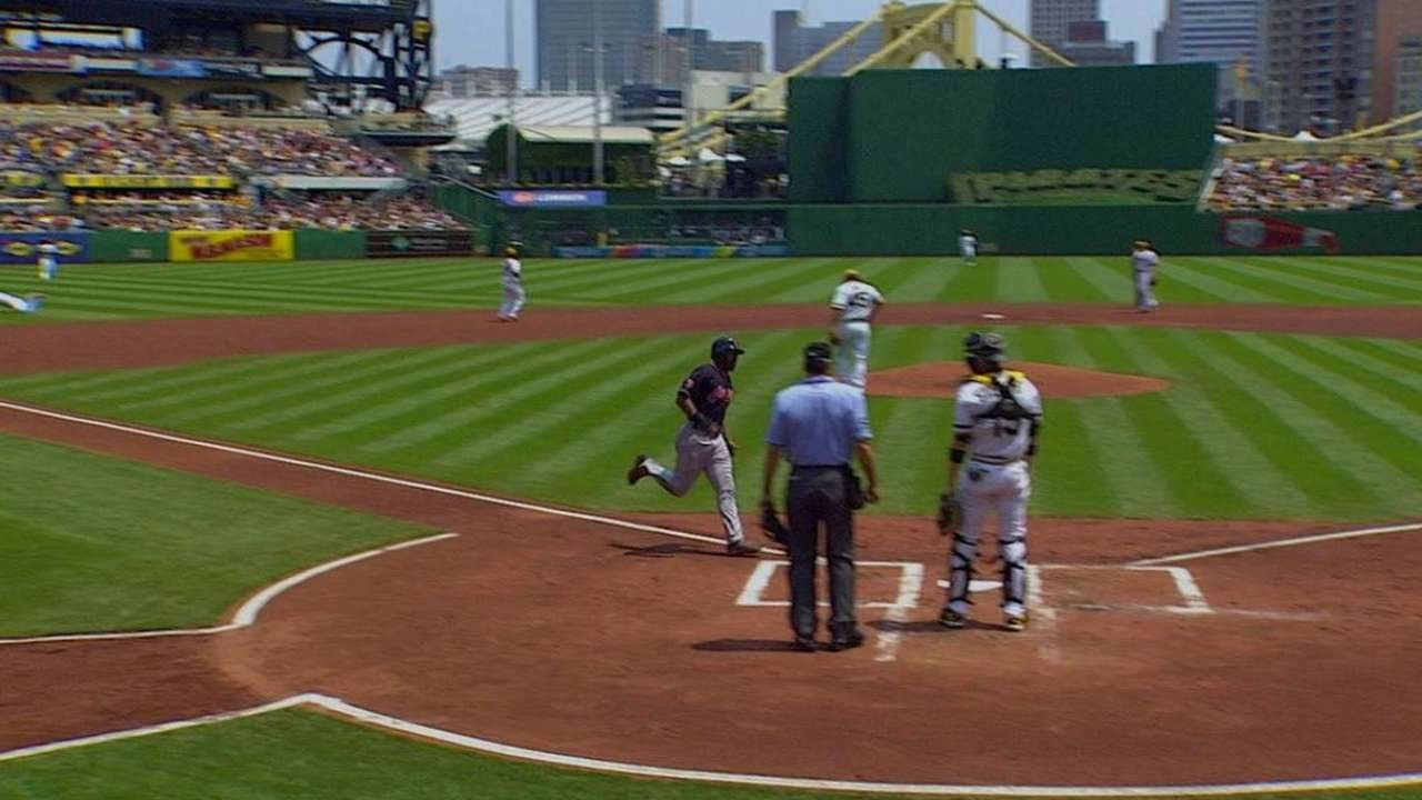 CLE@PIT: Perez knocks in Bourn to increase early lead