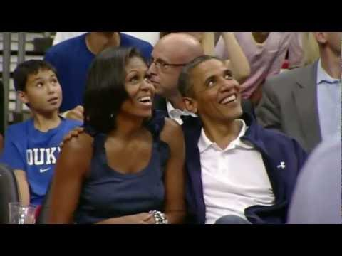 Barack Obama kisses Michelle Obama at USA basketball game