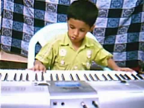 Padmesh playing mundhinam parthene song from film varanam Ayiram...