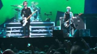 Watch Green Day Blitzkrieg Bop video
