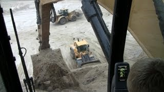 Cat 325D Working On The Edge