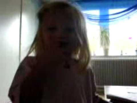 barn sjunger