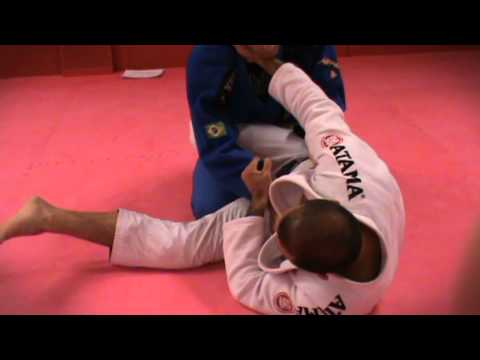 Jiu Jitsu for beginners, Vanderson Pires teaches first stripe white belt Image 1