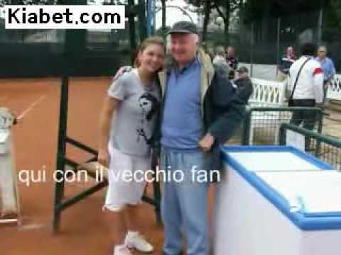 シモーヌ Halep, hands down one of the sexiest テニス players on the circuit.