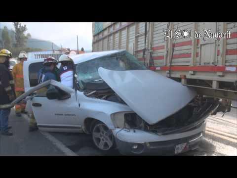 Dos personas lesionadas tras fuerte accidente en la carretera 15 Tepic - Mazatlán