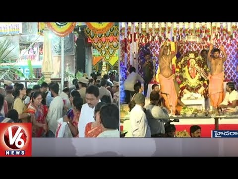 CM KCR Family Offers Holy Clothes To Balkampet Yellamma Goddess | Bonalu Celebrations | V6 News