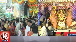 CM KCR Family Offers Holy Clothes To Balkampet Yellamma Goddess | Bonalu Celebrations