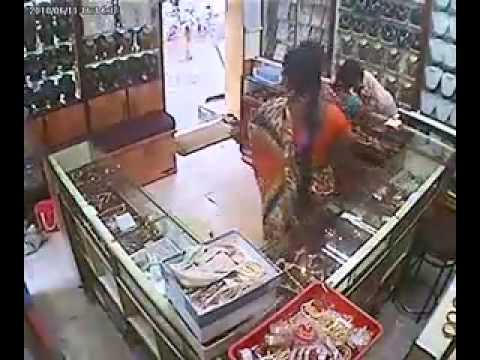 Stealing from a Jewellary Showroom- Aunty Style