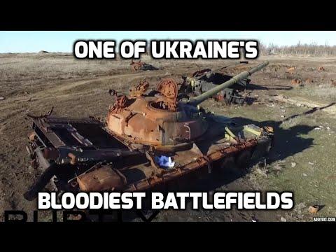 ウクライナの荒廃した戦場のドローン映像