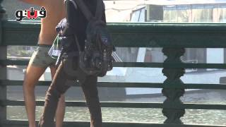 فيتو - شاب يخلع ملابسة اعلى كوبرى قصر النيل لارضاء فتاة