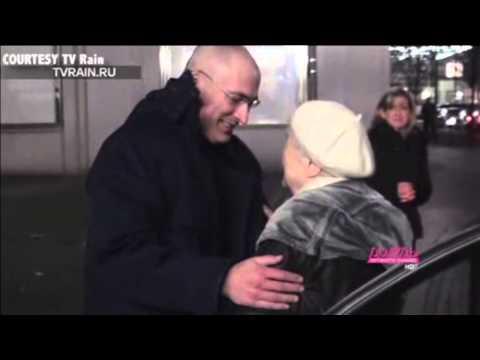 Mikhail Khodorkovsky Has Emotional Reunion With Parents