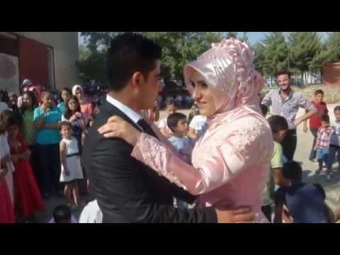 LEYLA & MEHMET ÇETİNTAŞ NİŞANINDA SLAY  GÖSTERİSİ