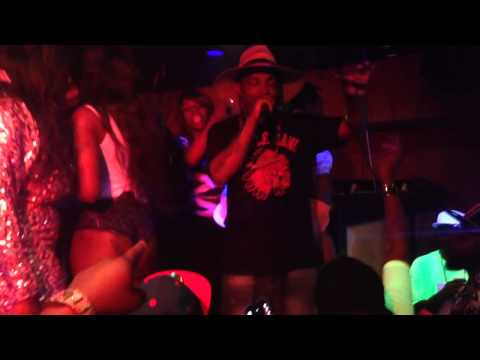 Big Booty Hoes Turn't Up!!! Willy Black show Me Something video