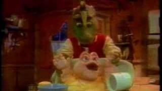 Dinosaurs - Baby Sinclair & the Cookie