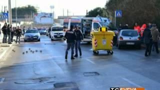 video Proseguono le indagini, da parte degli agenti della Questura di Bari, sull'omicidio di Nicola Lorusso, l'uomo di 58 anni ucciso ieri mattina, nel quartiere S...