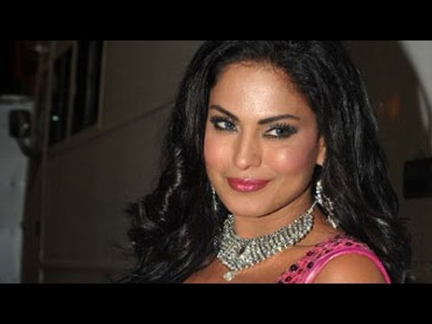 Veena Malik Sells Condoms In Red Light Area video
