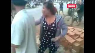 Video 2 phụ nữ tấn công CSGT bằng gạch