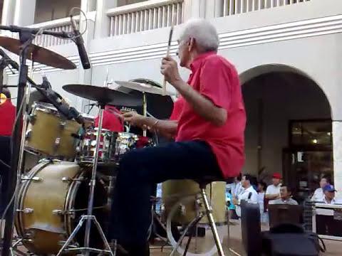 super baterista viejito
