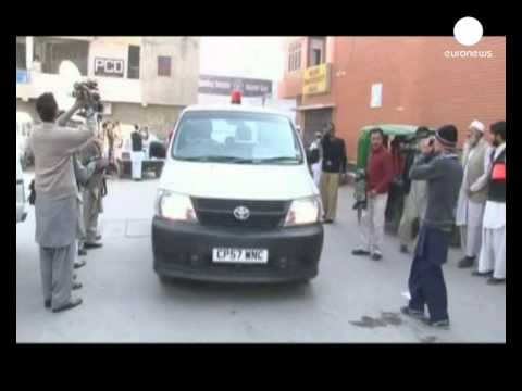 Pakistan suicide bomber kills dozens