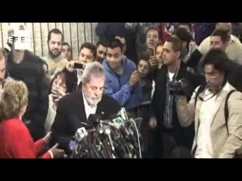 Lula é diagnosticado com tumor na laringe.