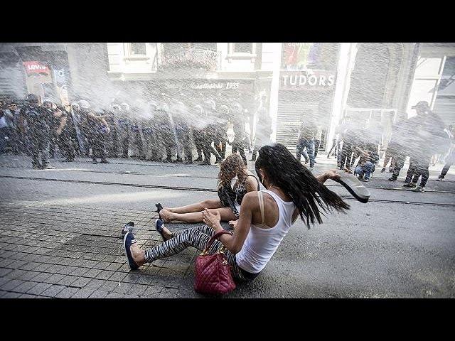 Turquie : canons à eau contre drapeaux arc-en-ciel