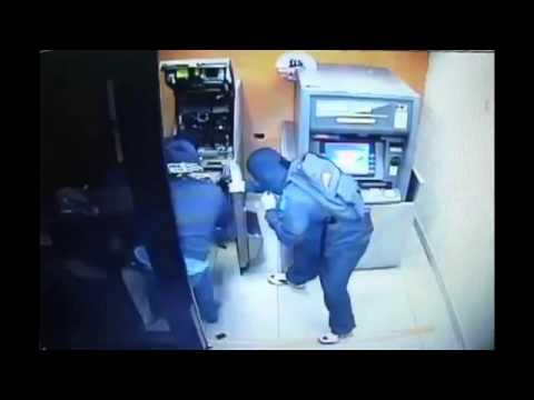 Обчистили банкомат за 1 минуту