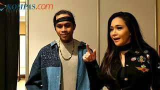 Di Belakang Panggung Indonesian Idol Maia Estianty Beri Pelukan untuk Kevin