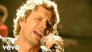 Watch Dierks Bentley Feel That Fire video