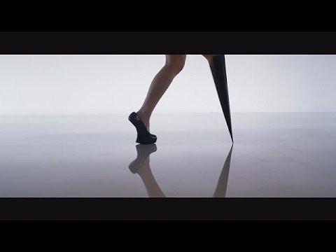 مغنية البوب مبتورة الساق فيكتوريا موديستا، تقدم مفهوما جديدا للإعاقة الجسدية – le mag