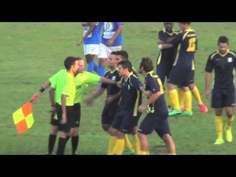 Jogador do Charneca Caparica agride o �rbitro (referee agression)