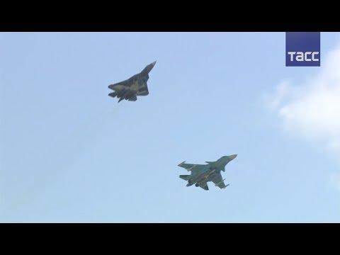 Истребители ПАК ФА впервые показали элементы воздушного боя на МАКС-2017