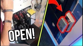 Found an UNLOCKED Claw Machine! (FREE MONEY!!!!) | JOYSTICK