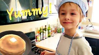 Making Yummy Chocolate Pancakes with Chef Bradley