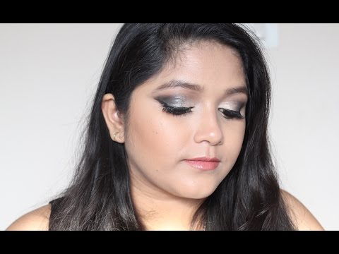 Glamourous Gunmetal Smokey Eye Look