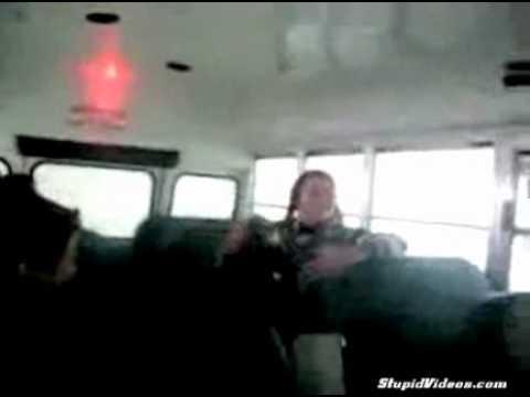 autobus - Salto contra el techo de un autobús