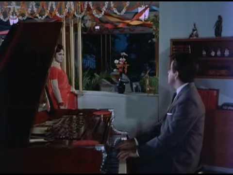 Aaj Ki Raat Mere Dil Kee Salaamee Le Le video
