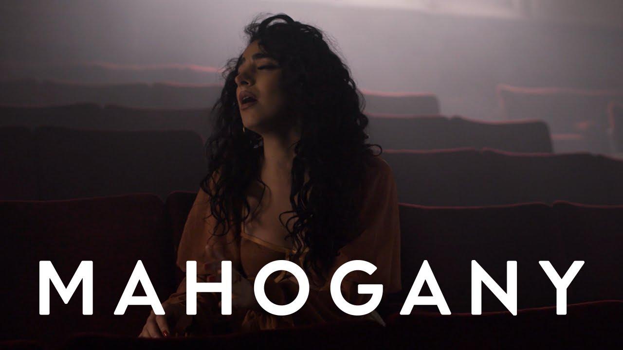"""Kara Marni - 「Mahogany Sessions」にて""""Caught Up""""を披露 アコースティックセッション映像を公開 thm Music info Clip"""