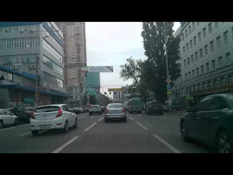 Проезд перекрестка Жилянская-Петлюры
