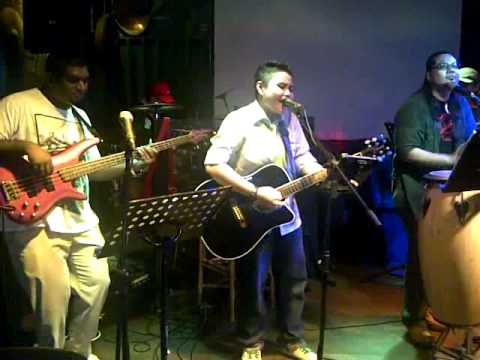 Girl On Fire (Alicia Keys) cover by MAGNiFiCO band with Sree on bass