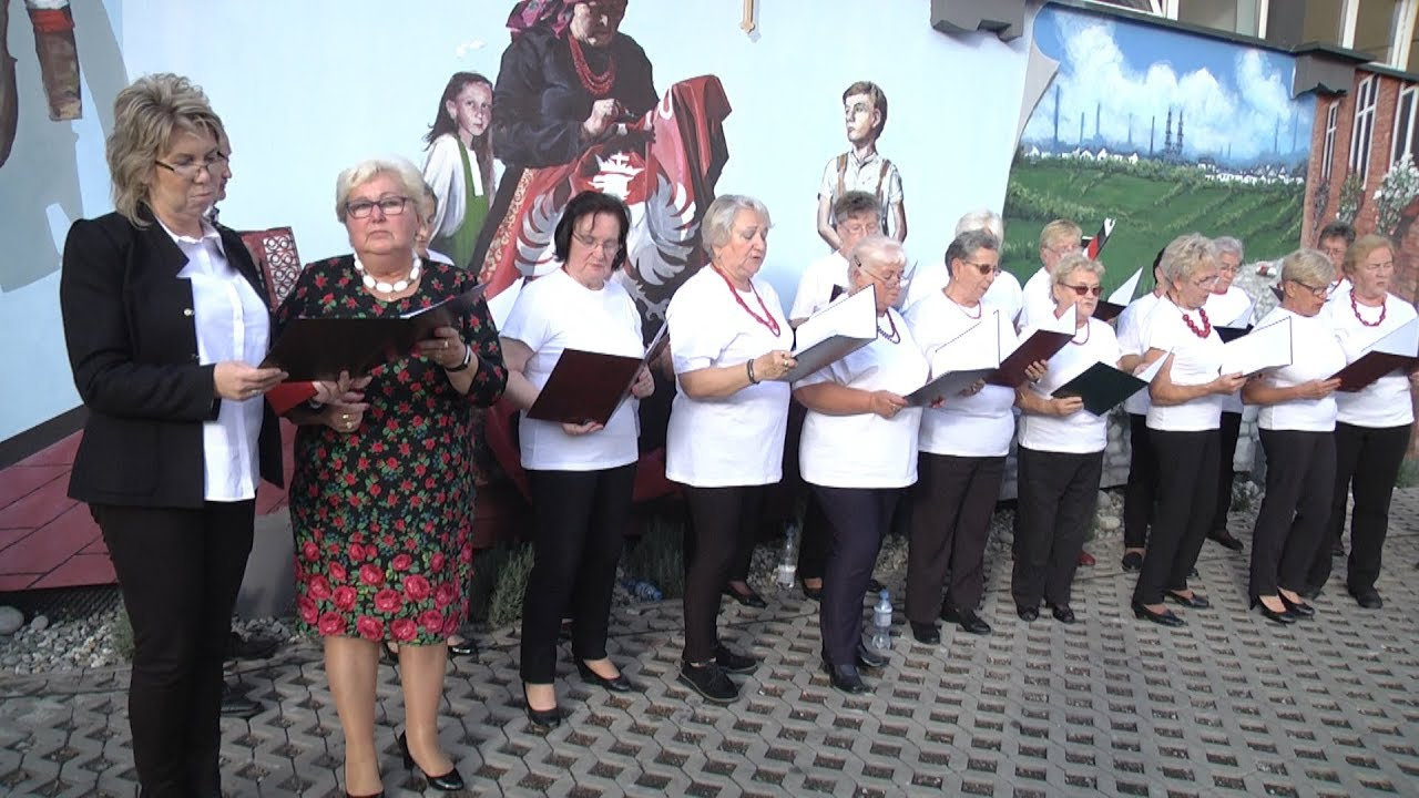 Śpiewanie przy muralu