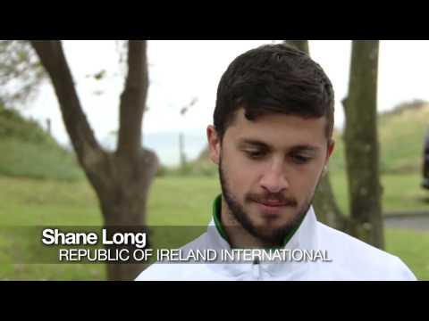 Shane Long, Andy Keogh and Stephen Ward visit Ireland's biggest fan!