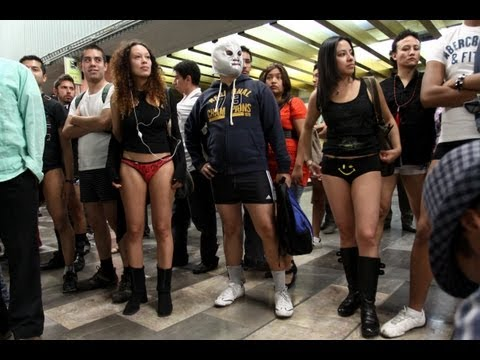 Viaje En Metro Sin Pantalones 2013 FlashMob México - Global No Pants Subway Ride #NoPantsMX
