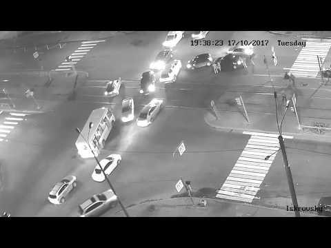 Авария перекресток Искровский пр. и ул Дыбенко 17102017