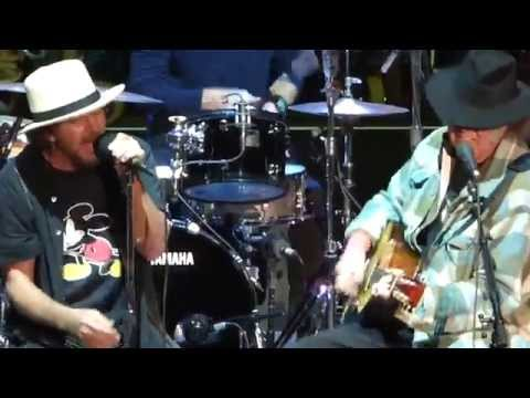 Pearl Jam - Throw Your Hatred Down w/Neil Young - Bridge School (October 26, 2014)