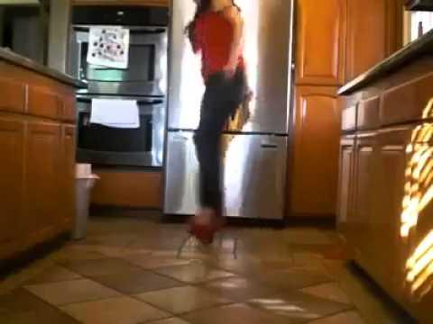 Increible esta mujer como baila con tacones