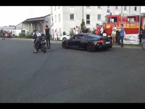 Scooter VS Audi R8 V10