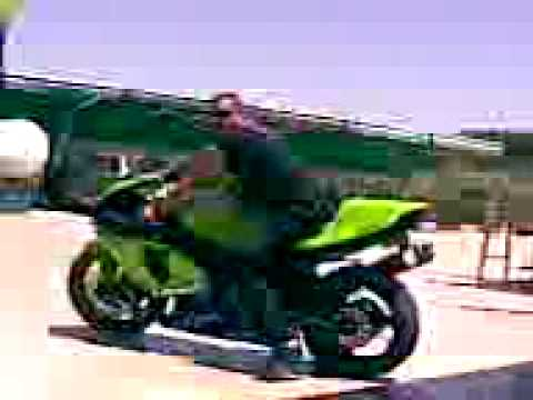 Kawasaki Ninja ZX-12r. speeds in highway. Video