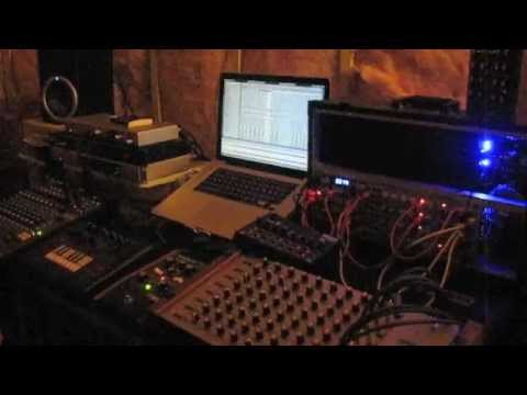 Insulated - Live Ambient Minimal Techno Synth Jam