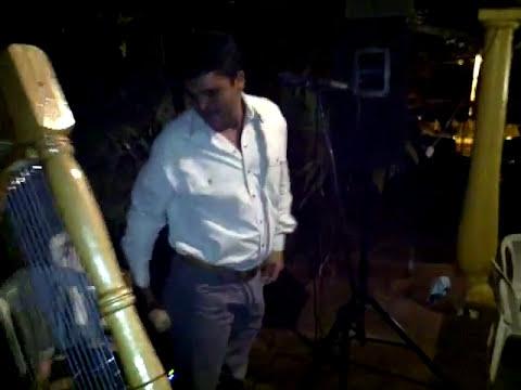 Cruz Gonzalez ( El pollo del guarico ) junto a Rodolfo Ruiz en el arpa.